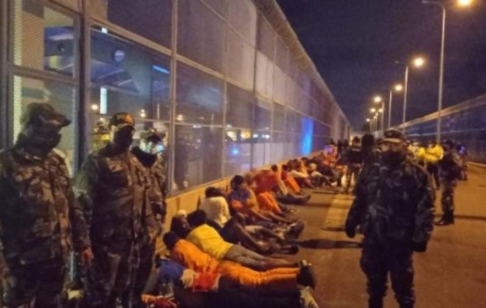 Más de 20 muertos y cerca de 50 heridos por motines en dos cárceles