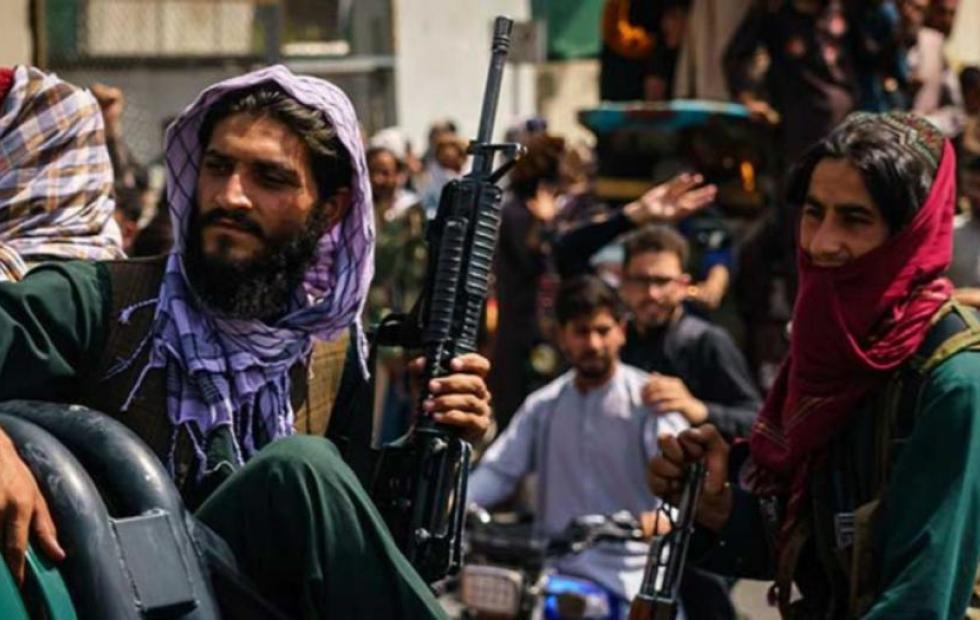 El gobierno talibán prohibió la música en la calle y reír en voz alta