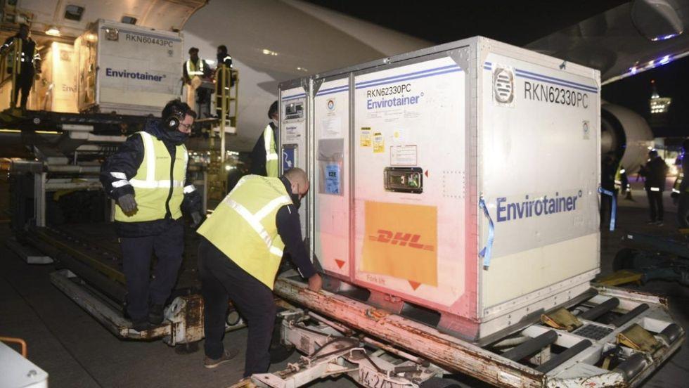 descarga de vacunas aeropuerto argentina
