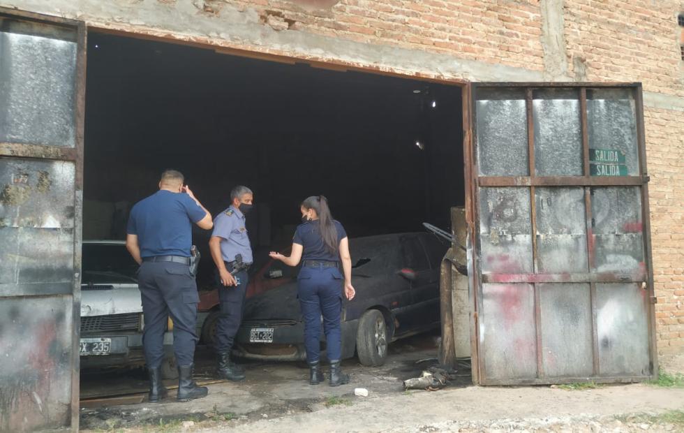 Se incendió un taller mecánico en Corrientes y aseguran que fue intencional