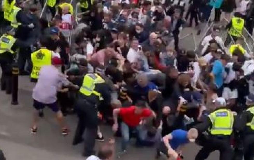 UEFA sancionará a asociación inglesa por incidentes causados por los hinchas en la final de Wembley