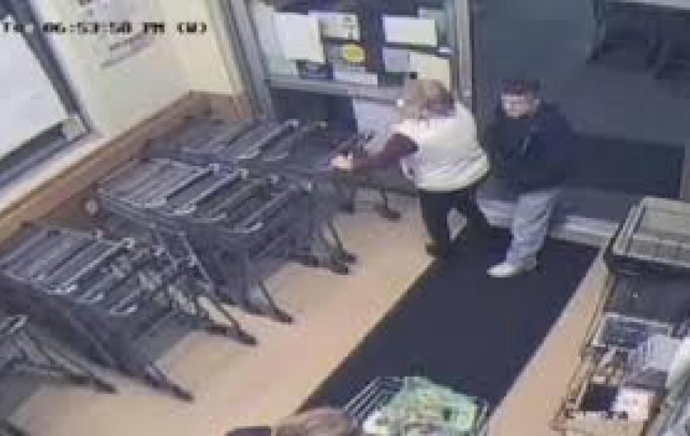 Inexplicable: le inyectó semen a una mujer en pleno supermercado