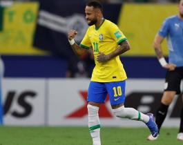 Brasil brindó una exhibición, superó a Uruguay y está a un paso del Mundial