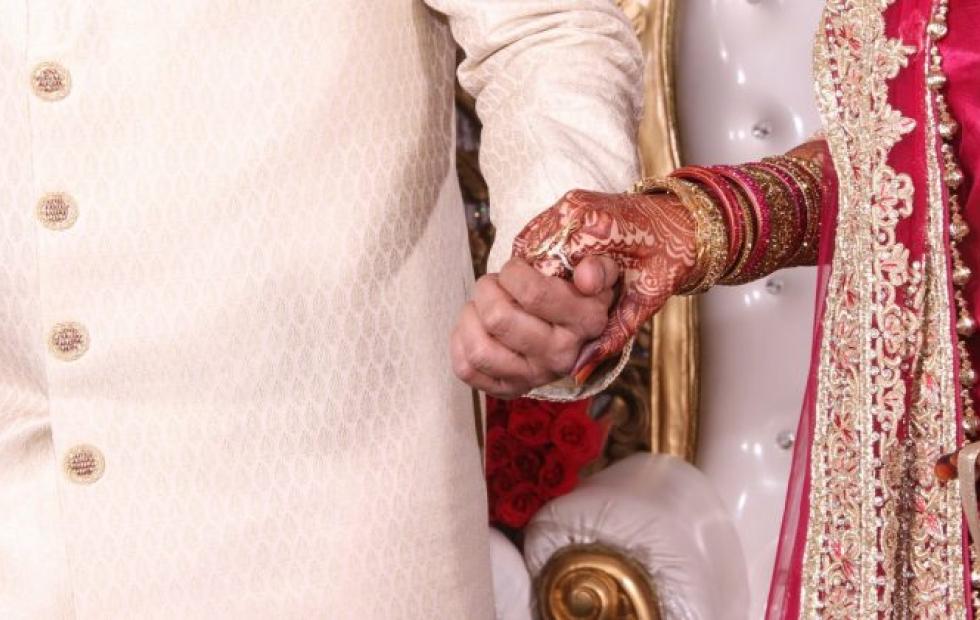 La novia murió a horas de la boda y su hermana la reemplazó para casarse con el novio