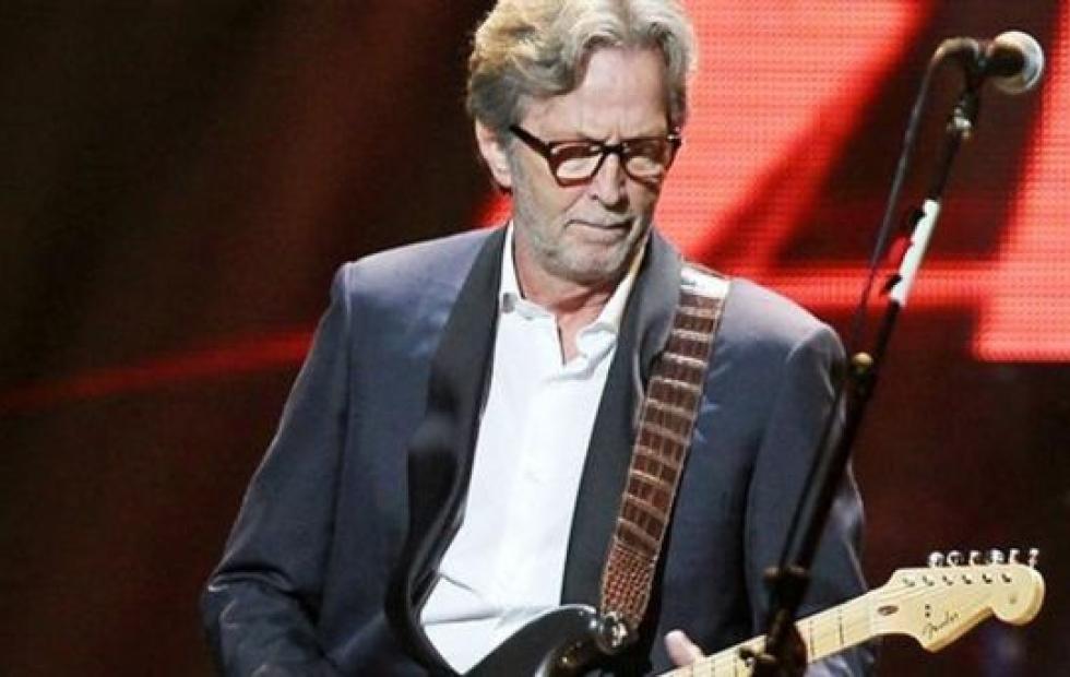 """Eric Clapton no tocará en aquellos lugares donde """"exijan"""" carnet de vacunación"""