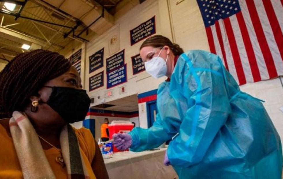 Estados Unidos aplicará una tercera dosis de la vacuna de coronavirus a toda su población