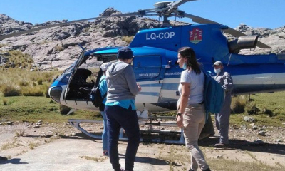 Vocación: enfermera subió una montaña para llevar a los lugareños la vacuna contra el COVID-19