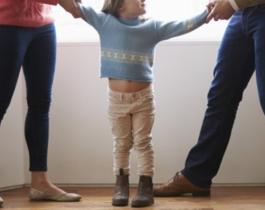 Una mamá irá presa por esconder una grabadora en el pelo de su hija y escuchar sus conversaciones