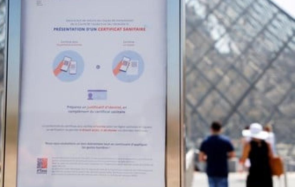 El pasaporte sanitario de Macron impulsa la vacunación anticovid en Francia