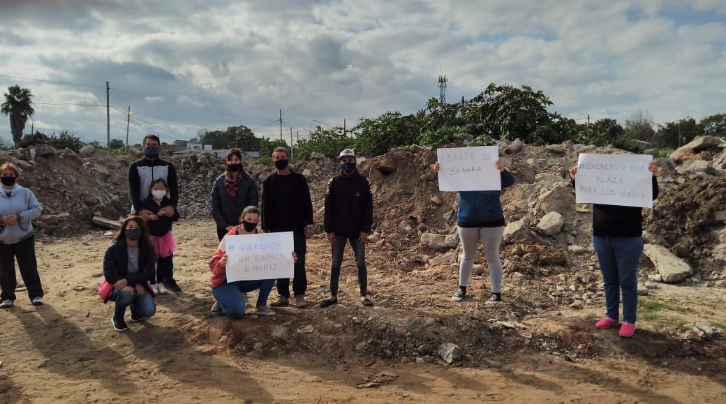 30 años de mugre: vecinos del barrio Nuevo buscan transformar un basural en un espacio verde