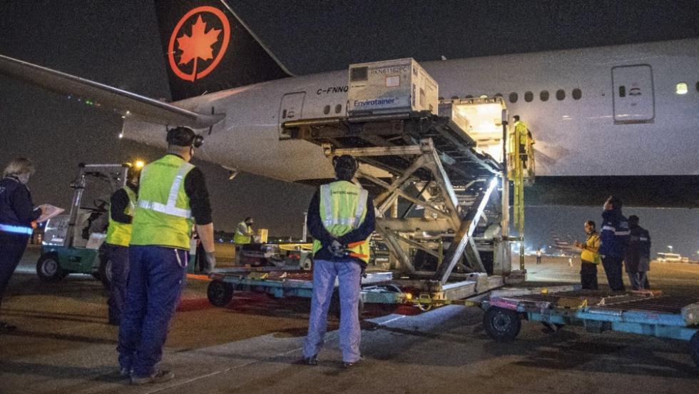 avion air canada aeropuerto descarga cargamento vacunas astrazeneca.jpg