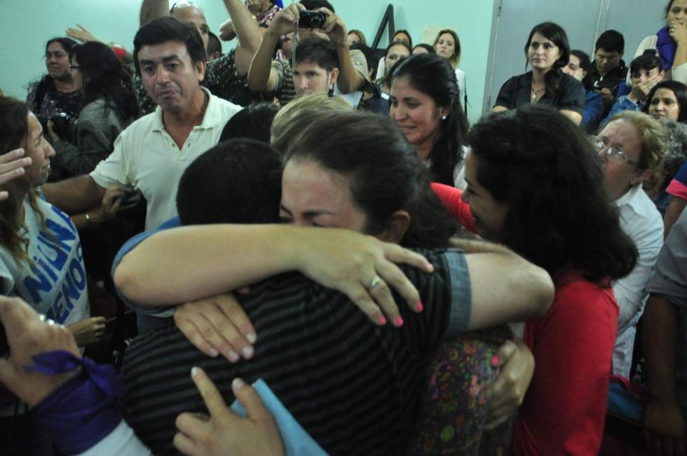 familiares de Eli Verón al final del juicio por su femicidio.jpg