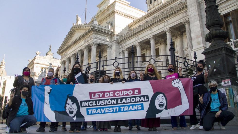 cupo laboral trans cartel manifestantes.jpg