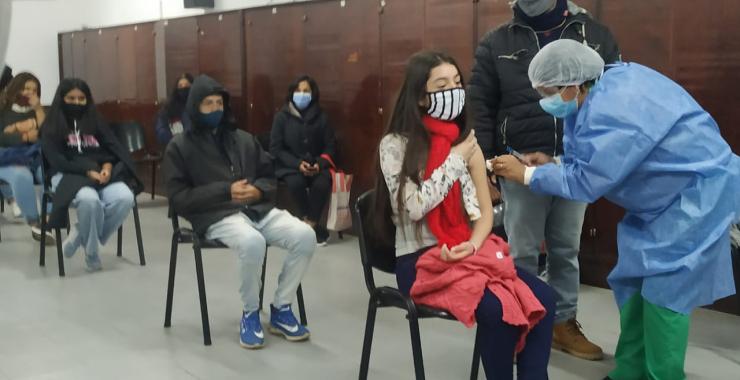 Comenzó la vacunación contra el coronavirus a adolescentes de Corrientes