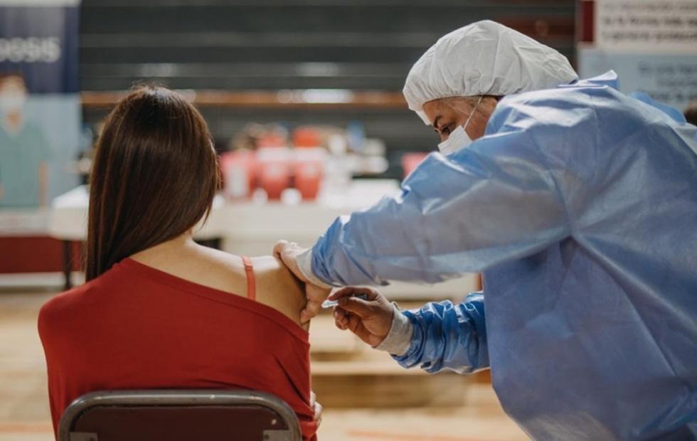 Vacunación: se otorgarán turnos para mayores de 18 y segunda dosis de Astrazeneca
