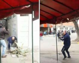VIDEO| Trompadas,  piedrazos y sillazos entre un grupo de remiseros que peleaban por una parada