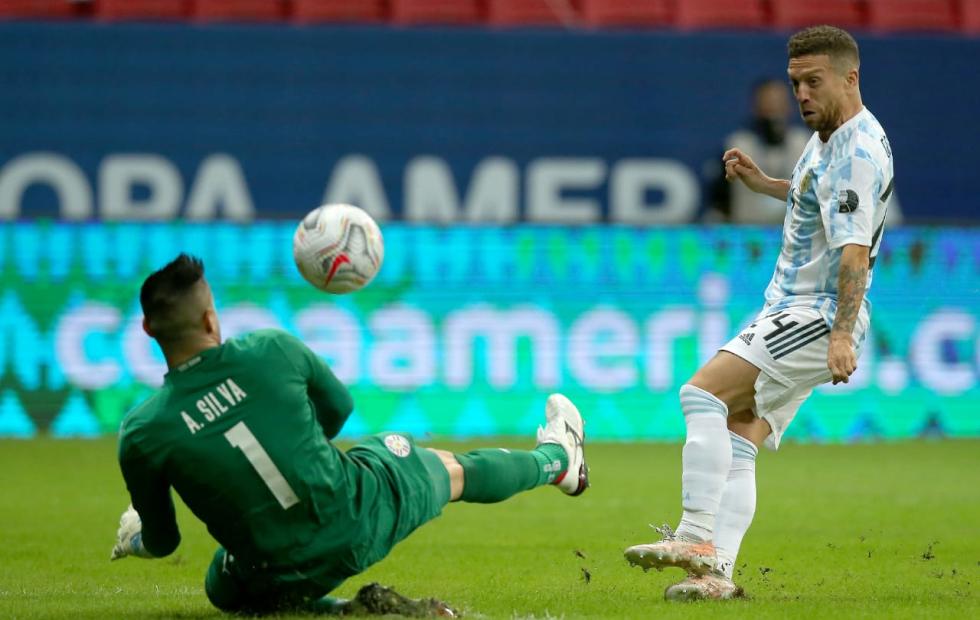 Argentina venció a Paraguay y clasificó a cuartos de final