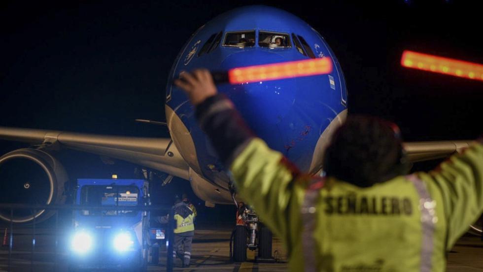 avion aerolineas llega con vacunas.jpg