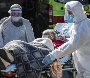 """Coronavirus en Chile: """"la segunda ola se convirtió en un tsunami"""""""