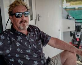 John McAfee: encuentran muerto en una celda al excéntrico multimillonario pionero de los antivirus